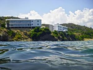 E.J. Pyrgos Bay Hotel